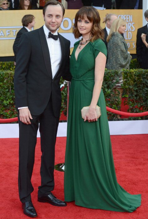 LOS ANGELES, CA - JANUARY 27:  Actors Vincent Kartheiser (L) and Alexis Bledel arrive at the 19th Annual Screen Actors Guild Awards held at The Shrine Auditorium on January 27, 2013 in Los Angeles, California.  (Photo by Jeff Kravitz/FilmMagic)