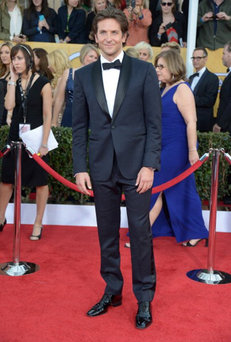 Actor Bradley Cooper arrives for the 19th Screen Actors Guild Awards on January 27, 2013 at the Shrine Auditorium in Los Angeles, California.    AFP PHOTO/Joe Klamar        (Photo credit should read JOE KLAMAR/AFP/Getty Images)