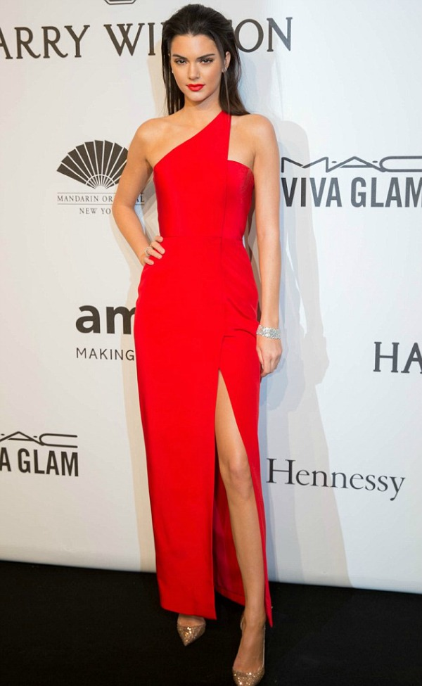 2596656600000578-0-Painting_the_town_red_Kendall_Jenner_looks_runway_ready_in_thigh-m-2_1423704107253