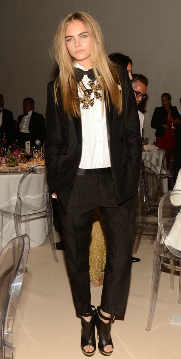 la-modella-mafia-Cara-Delevingne-red-carpet-party-chic-in-a-DSquared2suit-with-a-stement-necklace2