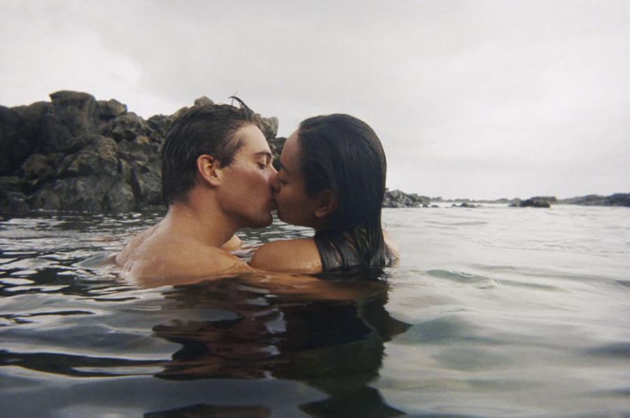 Взрослых самые красивые парни мира целуются с девушкой брюнеткой порно секс любительское