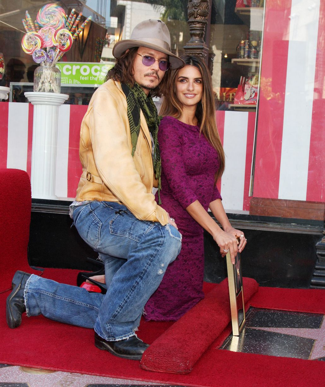 Penelope-Cruz-and-Johnny-Depp-2011 (2)