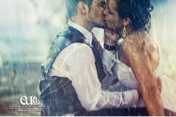 Картинки женщина целует мужчину