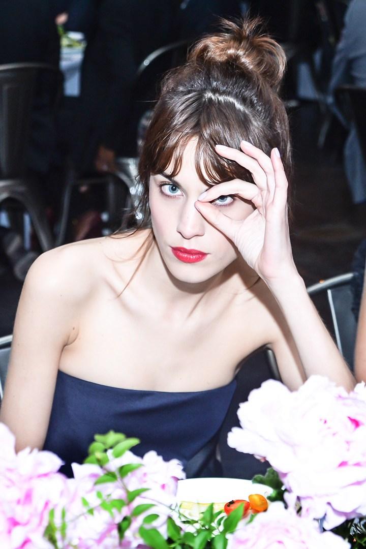alexa-chung_glamour_9may13_rex_b_720x1080