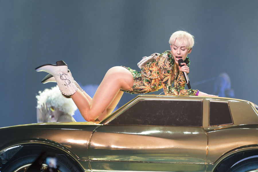 """VANCOUVER, BC - FEBRUARY 14: American singer Miley Cyrus opens her """"Bangerz Tour"""" at Pepsi Live at Rogers Arena on February 14, 2014 in Vancouver, Canada. (Photo by Phillip Chin/Getty Images)"""