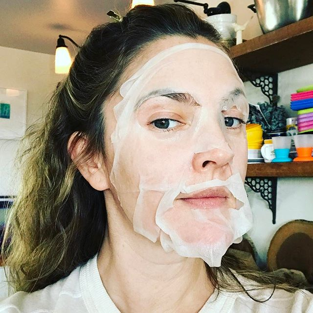 Drew Barrymore ve maskesi!